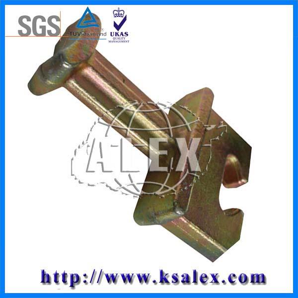 详细描述: 铁路预埋件(预埋铁座) 一、铁路预埋件概述 预埋件就是预先安装在隐蔽工程内的构件.是在结构浇注时安置的构配件,用于砌筑上部结构时的搭接。以利于外部工程设备基础的安装固定。铁路预埋件是混凝土浇筑前预先放好的金属构件,用来连接螺栓或弹条等地面紧固装置的地下金属配件。昆山艾力克斯精密机械有限公司专业生产销售各种铁路工程使用的预埋件,目前预埋件产品应用领域广泛,其中预埋件大多由金属制造,例如:钢筋或者铸铁,也可用木头,塑料等非金属刚性材料。 二、铁路预埋件分类 钢筋混凝土结构预埋件按其功能、作用分类应