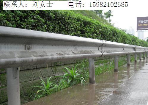 四川成都公路护栏波形护栏配件零售批发