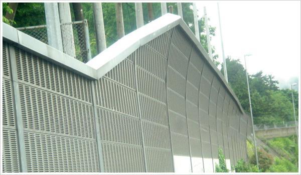 声屏障吸音板隔音墙隔离珊金属波纹涵管