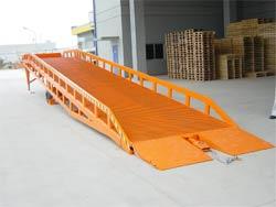 衡水移动式登车桥#汽车举升机#济南力硕机械