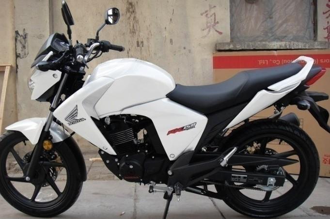 五羊本田幻影150摩托车