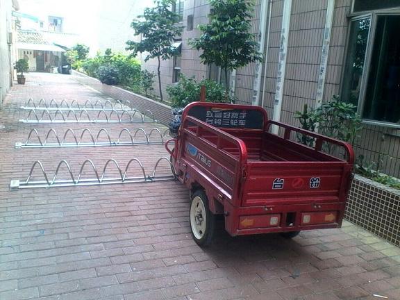 北京地弹簧自行车停车架厂家直销,圆笼自行车摆放架