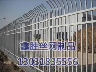 锌钢单向侧弯护栏D型(铁艺护栏网)