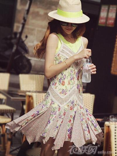 春夏吊带裙 散发浓郁的少女气息