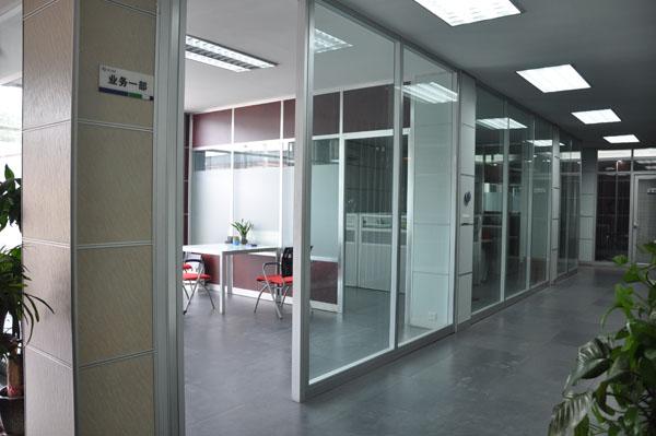 桂林中高端办公隔断墙,玻璃隔断,厂价直销