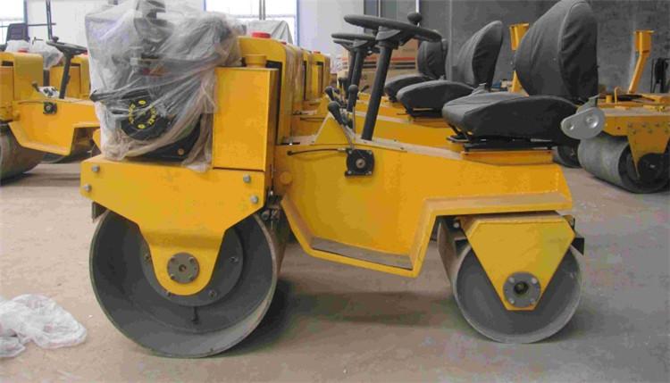 SZYL-880驾驶式柴油压路机