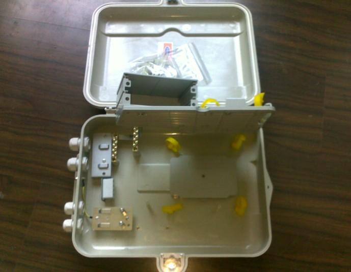 灰白色抗老化复合材质(免喷漆)16路室内外插片式光缆分光分纤箱