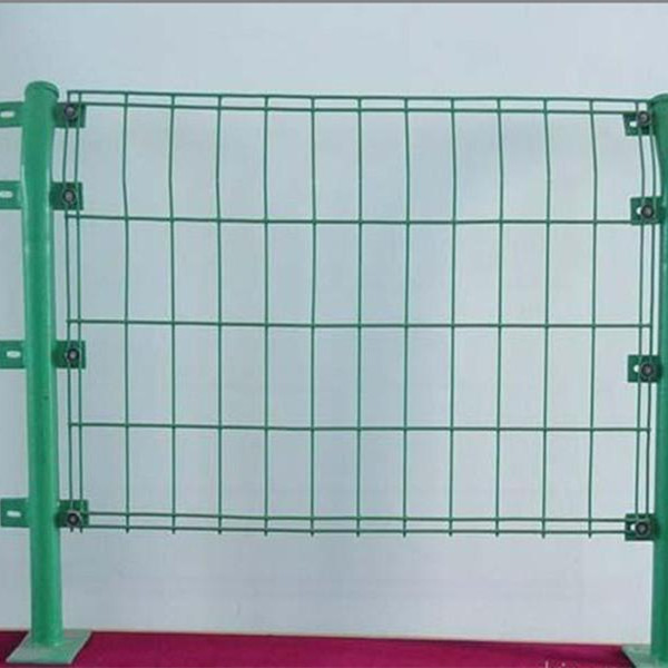 济南高速公路护栏网 工厂防护栏 车间隔离栅 围墙网 球场围栏