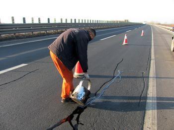 青岛市北区黄山修复路面材料认准路宜生灌缝胶