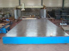 铸铁检验平板可实现3000mm-6000mm的铸铁平台拼接