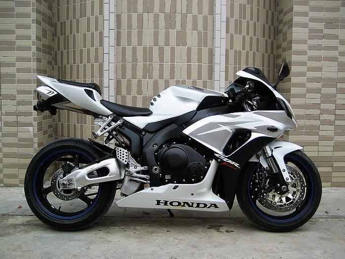 特价销售本田cbr1000rr摩托车