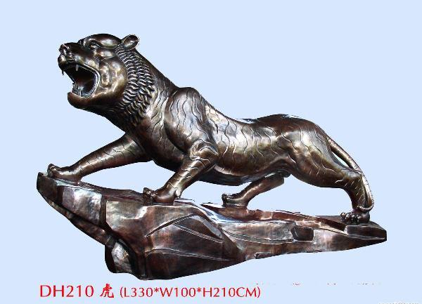 唐县隆强铜雕工艺品厂成立于1990年.我公司是唐县铜雕的知名企业,主要以各种大型铜雕铸造加工于一体.主要产品有,寺庙佛像、香炉、铜钟、城市雕塑、动物雕塑、伟人雕塑、西方人物、铜浮雕等,品种齐全,价格合理。唐县金钟铜雕工艺品厂向来以质量求发展,以信誉求生存的一贯宗旨,不断追求卓越开拓创新。 唐县铜雕工艺品厂位于唐县田家庄村,具有优越的地理位置,离107国道10公里,离天津海港160公里,交通便利。公司产品样式众多,欢迎您来图来样加工和订做,本公司全体员工热情迎接您的到来!公司现主要生产各种城市雕塑,动物雕