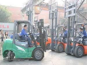 成都70吨吊车5吨叉车出租