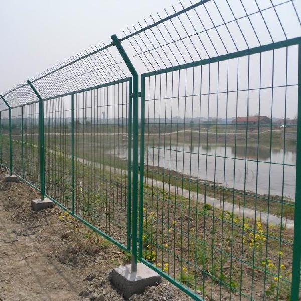 长沙高速公路护栏网@工厂防护栏@车间隔离栅@围墙网@球场围网