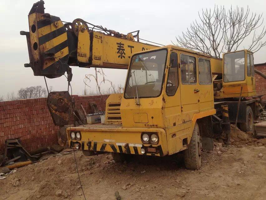 出售2002年泰安12吨吊车