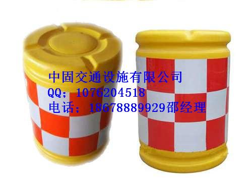 济南道路使用防撞桶,厂家直供隔离墩-18678889929