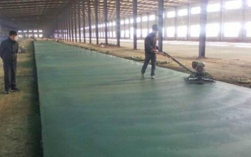 松原卖金刚砂耐磨材料的厂家乾安本地正在施工