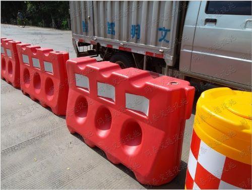 PE水马,防撞墩,防撞护栏水马公司,生产公路水马,围栏水马公司