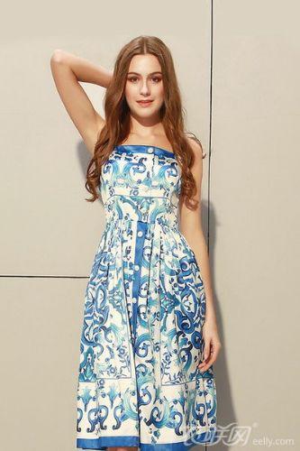 青花瓷连衣裙穿搭 让你彰显古典美