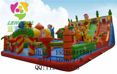 山东供应大型充气玩具充气蹦床