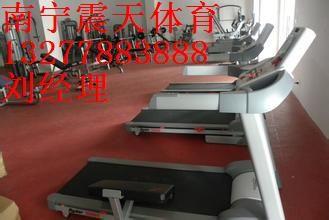 南宁运动场地板翻新,体育场地胶施工