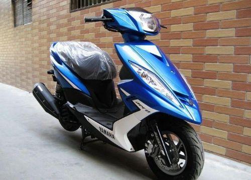 2010年雅马哈GTR125进口踏板车