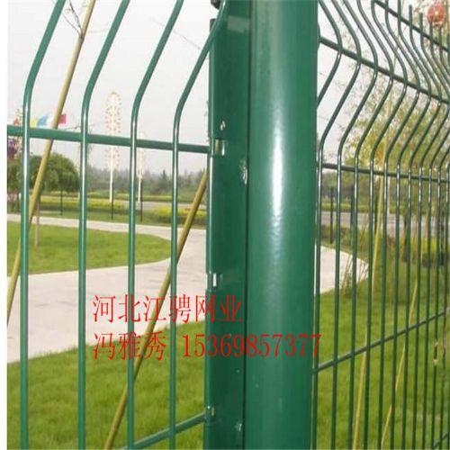 厂家供应养殖护栏网,桃型柱护栏网,隔离栅护栏网