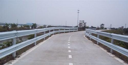 洛阳批发供应波形护栏、双边丝护栏、荷兰网