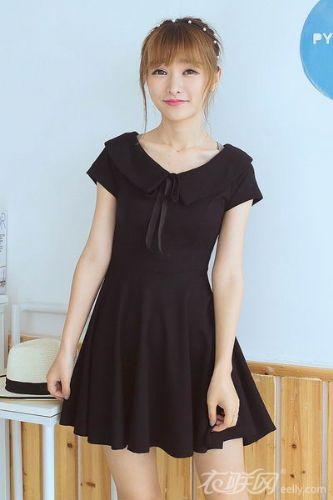 黑色连衣裙如何搭配更显瘦