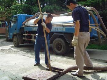无锡新区坊前镇清理污水池