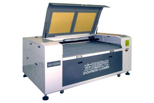 东旭专供紫外激光切割机_汽车座套激光切割机_密度板激光切割机