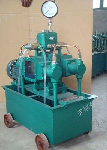 四缸柱塞试压泵测试天然气井口高压实验