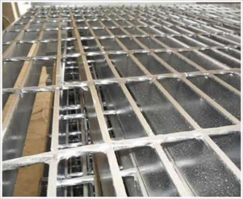 热镀锌/炼油厂专用热镀锌钢格板/热浸锌钢格栅板厂家【精造】