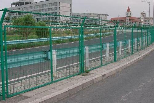 河北厂家长期供应高速路隔离栅
