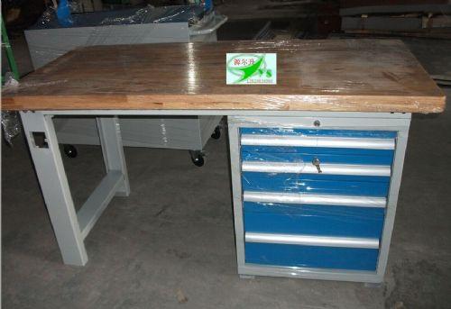 工作台面板有不锈钢桌面,防静电桌面,榉木桌面,钢铁桌面,铁板桌面