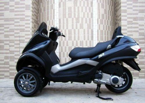 出售三轮车比亚乔mp3-250 价格:3000元