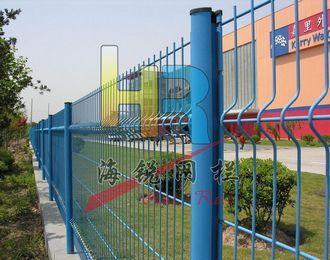 本厂专业生产高速公路护栏网,体育护栏网,市政护栏网