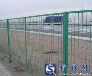 直销优质公路护栏网 浸塑护栏网 5×10cm孔