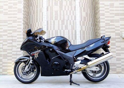 本田CBR1100XX 摩托车跑车