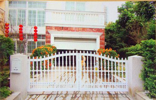 别墅庭院门铝艺和铁艺那个好