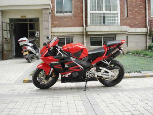 本田公路赛摩托车