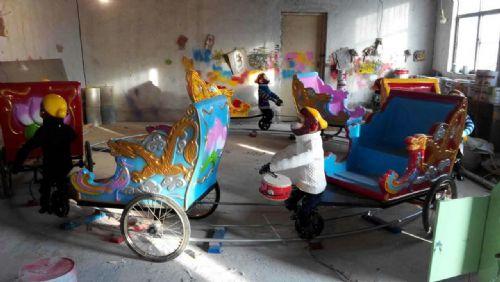4车猴子拉车游乐设备,轨道小猴拉车