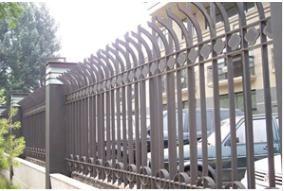 精心锻造的铁艺围栏