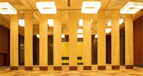 无锡常州酒店隔断桌批发价格 酒店玻璃隔断墙生产欢迎您