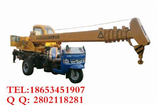 厂家直供改装三轮吊车价格、拖拉机吊车品牌、山东载货吊车起重设备