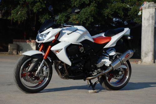 川崎Z1000摩托车
