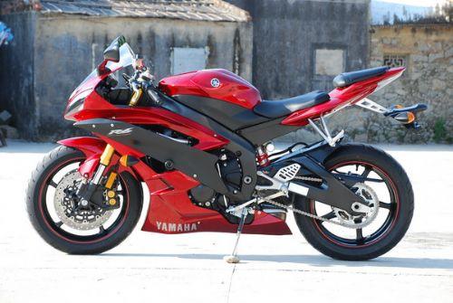 雅马哈YZF-R6 摩托车
