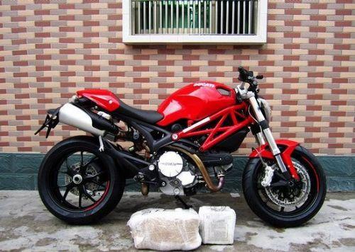 杜卡迪796摩托跑车