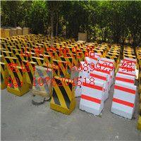 济南水泥隔离墩 质量最好的水泥墩-18678889929
