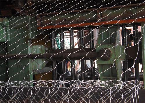 锌铝石笼网运用高镀锌钢丝或铝锌合金钢丝